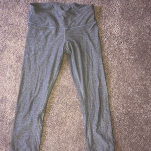 LULULEMON GRAY CROPPED LEGGINGS SIZE 6